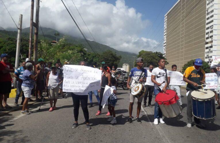 Protestan en Naiguatá para exigir liberación de pelotero Rubender Peña