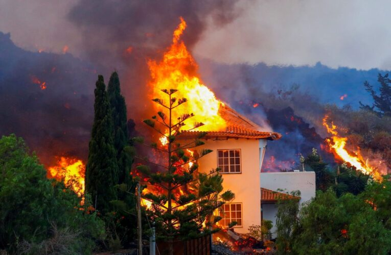 Lava arrasa viviendas en La Palma