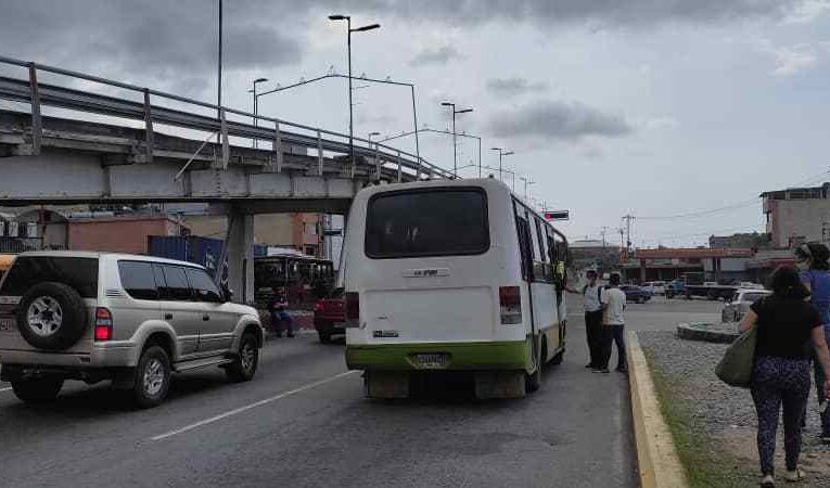 Repunte de usuarios Caracas-La Guaira en semana radical