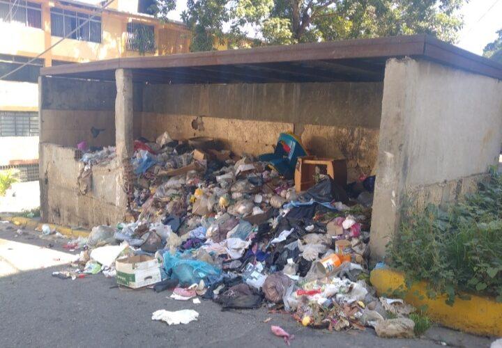 Vecinos de El Rincón exigen que les cumplan nporque ya pagaron el gas y las bolsas CLAP