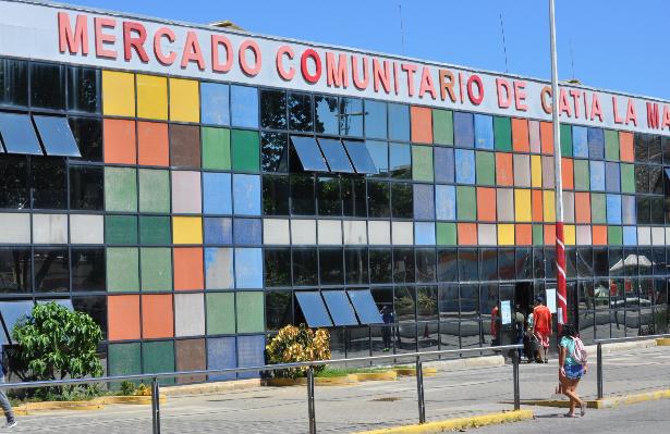 Comerciantes del Comunitario acusan a vigilantes de hurtar mercancía