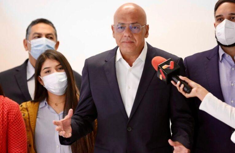 «Hemos superado el impase»: Delegación oficialista vuelve a la mesa de diálogo