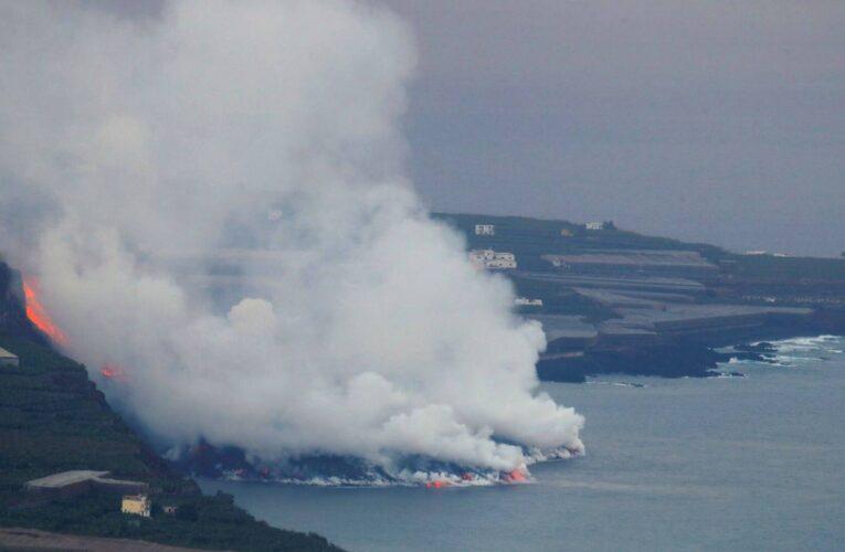 Lava del volcán de La Palma llega al mar y genera gases tóxicos
