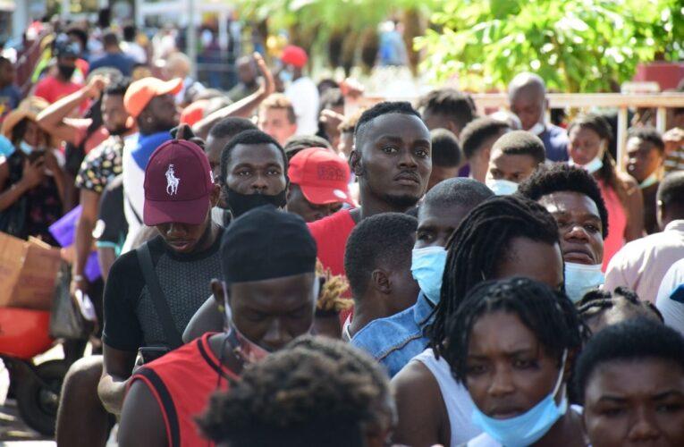 Migrantes en huelga de hambre exigiendo a México libre tránsito hacia EEUU