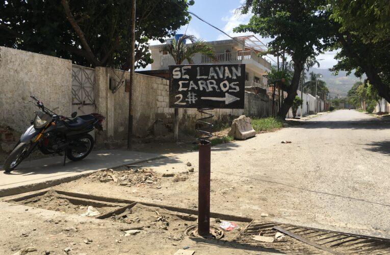 Claman por reasfaltado de la calle interna de Puerto Viejo