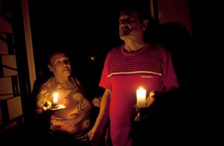 Vecinos piden que Corpoelec acabe con los repetidos apagones en Caraballeda