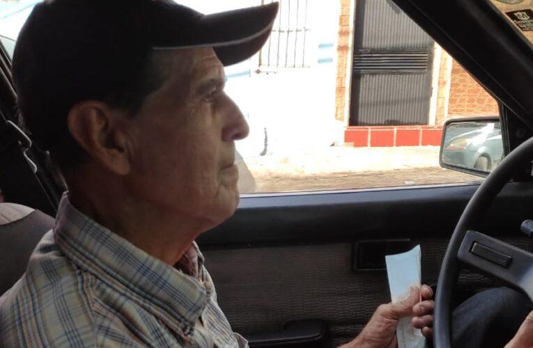 Taxista hace solo 2 carreritas y $4 por día