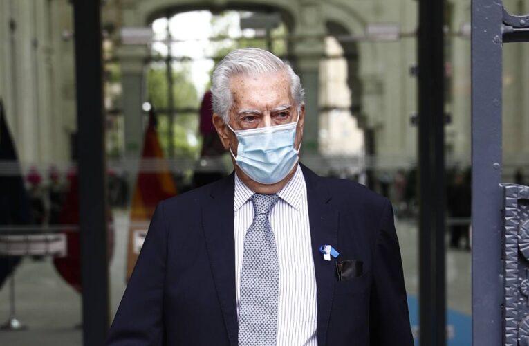 Vargas Llosa critica «ataques» de AMLO a la prensa