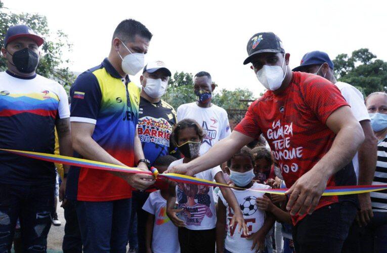 Alcaldía inaugura cancha deportiva en Las Tucacas