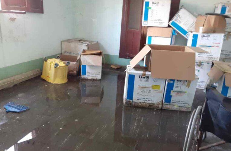 Se sigue cayendo a pedazos el techo del ambulatorio de Maiquetía