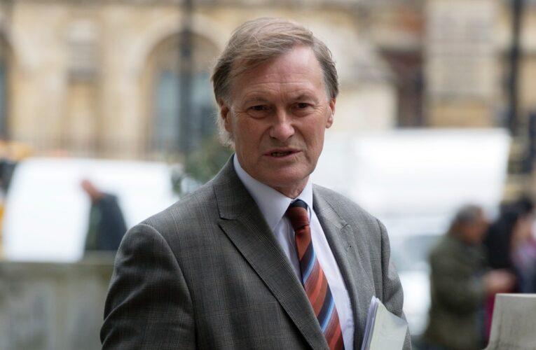No descartan terrorismo en asesinato de diputado británico