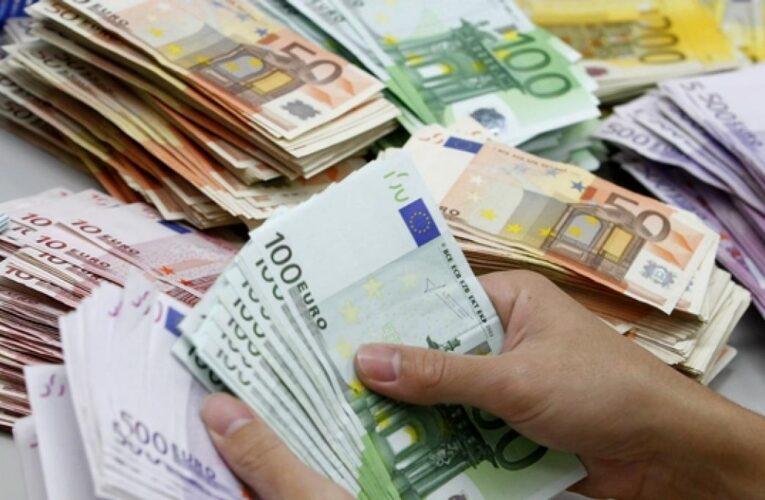 Socías: Gobierno prepara fuerte inversión en euros para estabilizar el bolívar
