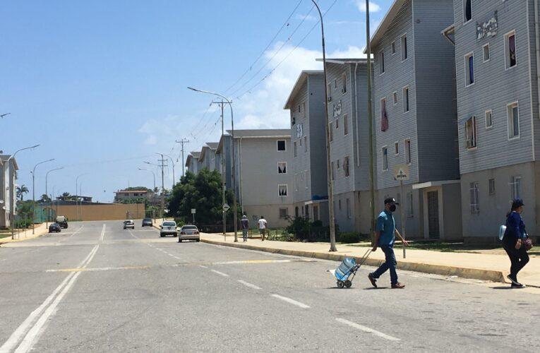 Un año sin agua 3.600 familias del urbanismo Hugo Chavez