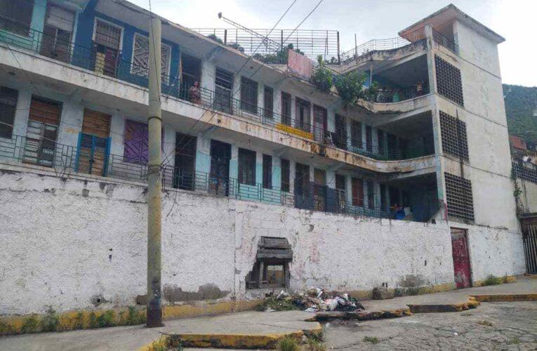 Refugiados del Lorenzo González siguen sin respuesta de reubicación