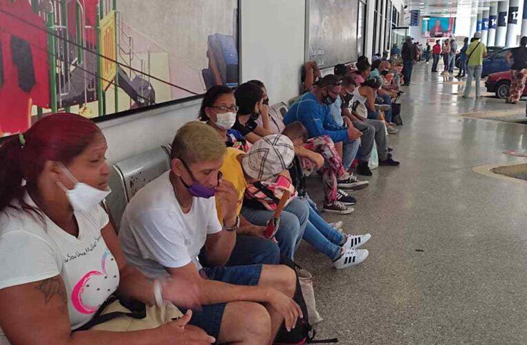 Usuarios de Sitssa protestan por falta de buses para Caracas