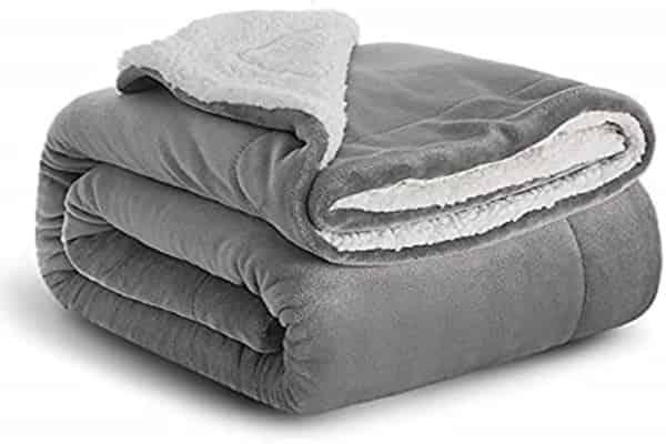 Fleece-blanket-for-winter
