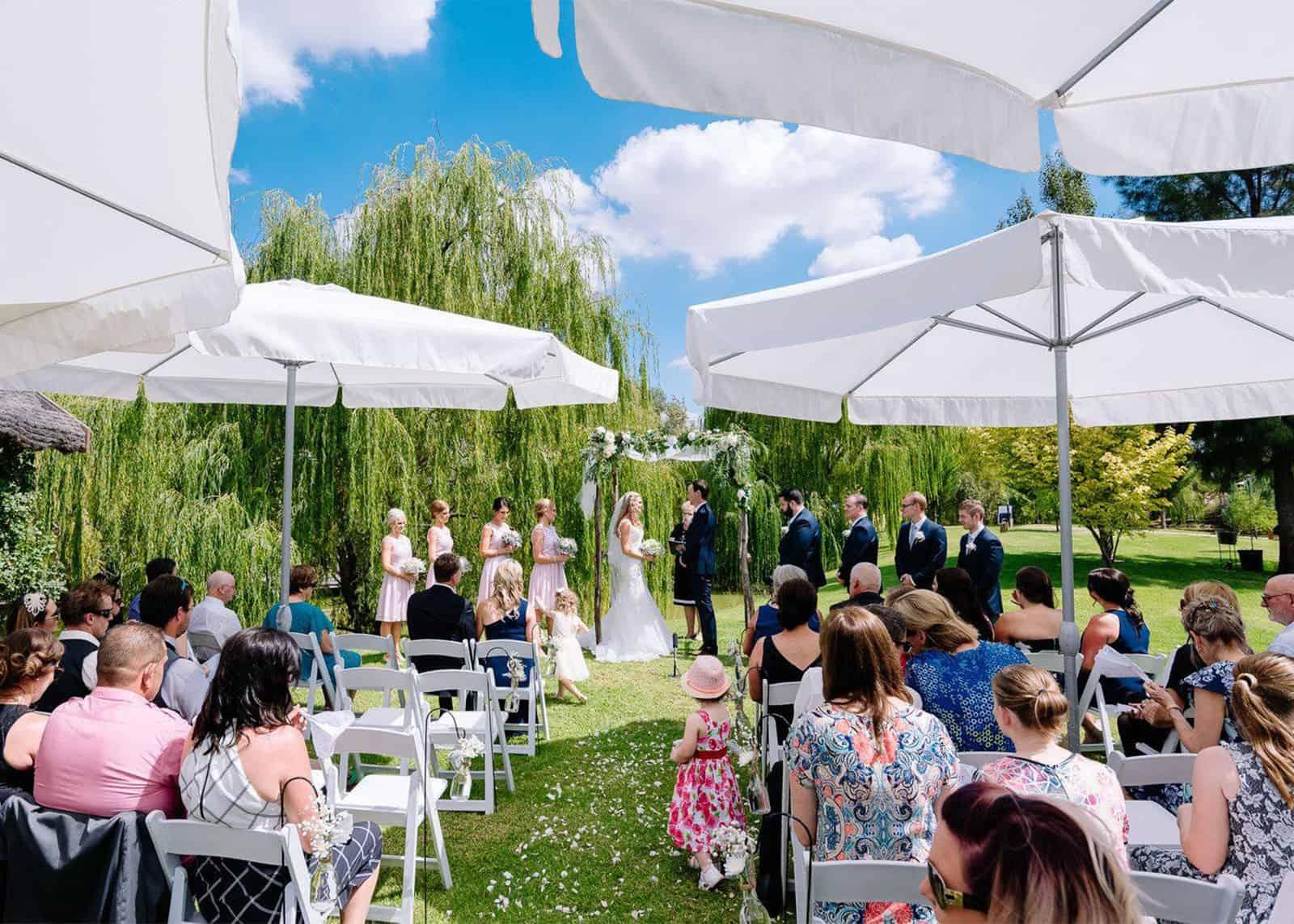 wedding ceremony at perricoota vines