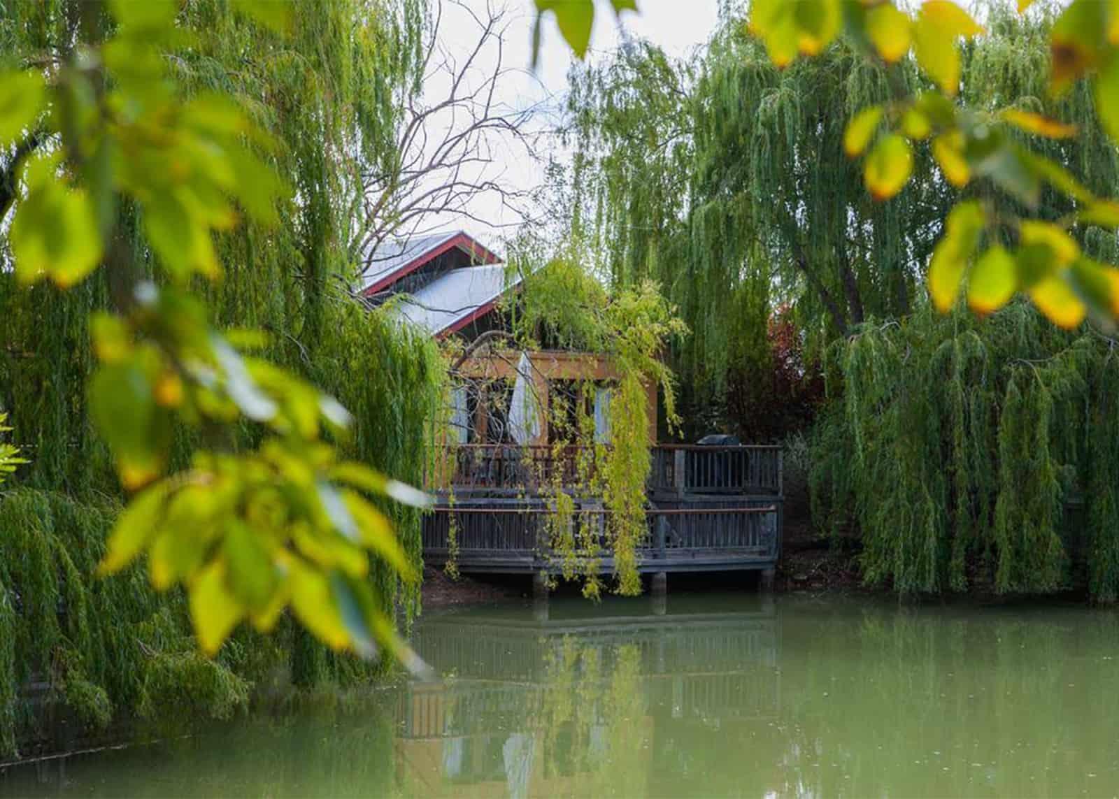 villa on lake moama