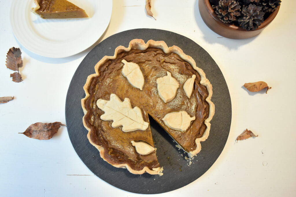 Vegan Pumpkin Pie with decorative pie crust