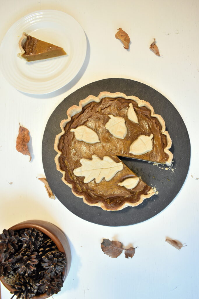 Vegan Pumpkin Pie Recipe with decorative pie crust