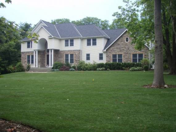 "<p style=""text-align: left;"">Grand manor home built-in 2004. 6 bedrooms, 6.5 baths colonial on two acres with maid's quarters, and a bonus room above the&nbsp;garage.<br> <strong>Price</strong>: $2,350,000<br> <strong>Acreage</strong>: 2 acres<br> <strong>Taxes: </strong>$37,575.11</p>"