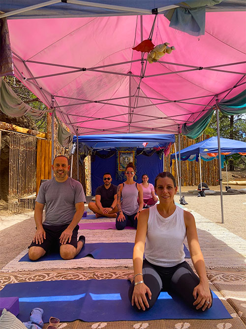 outdoor yoga and meditation group class