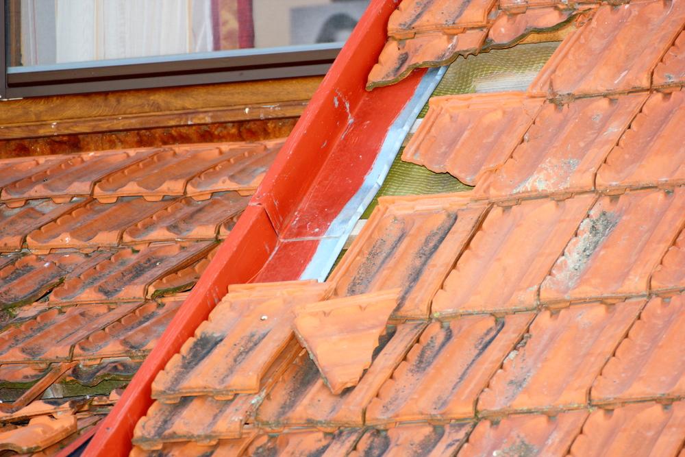 Roof damage due to shrinkage