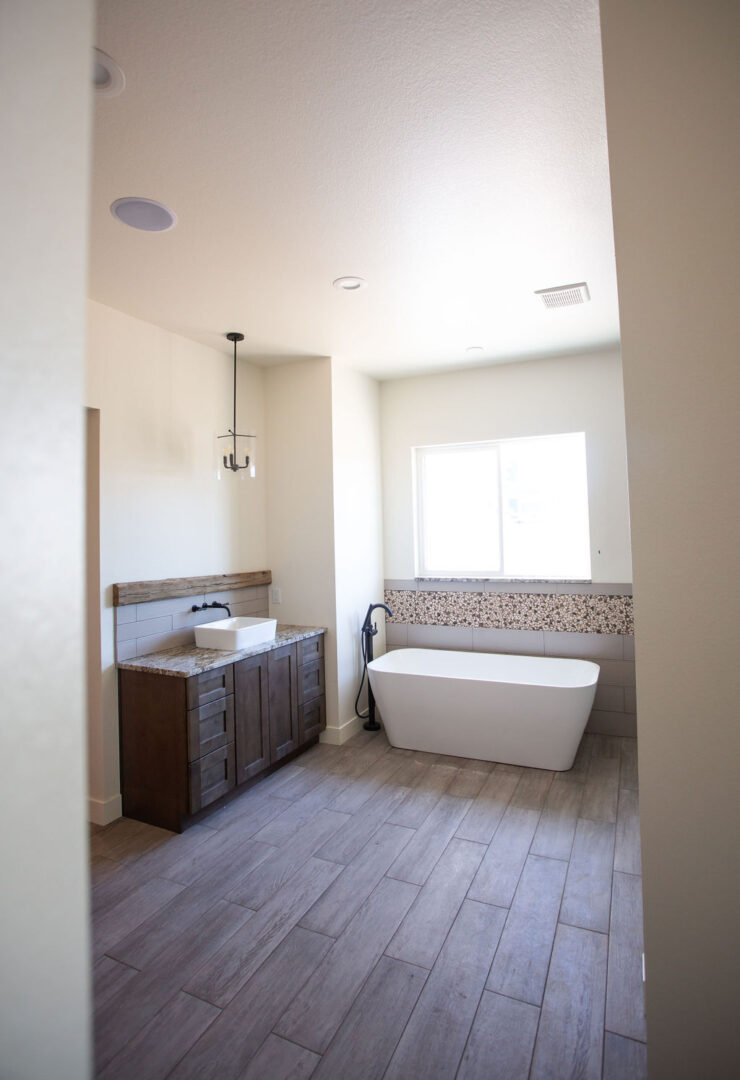 bathtub and sink with brown floor