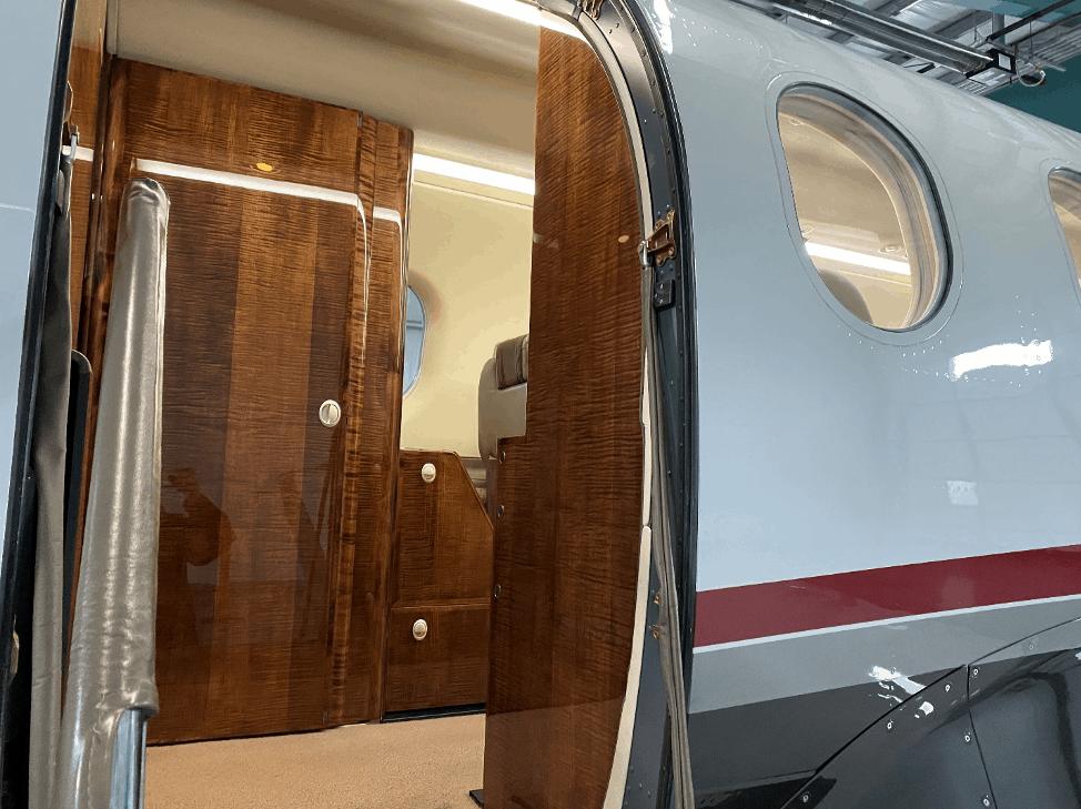 Pilatus PC 12 - exterior door