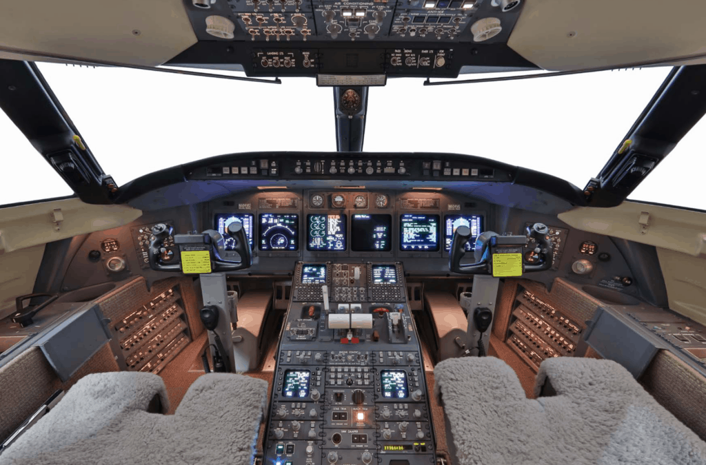 2004 Bombardier Challenger 604 Cockpit