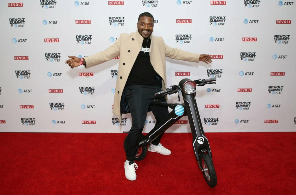 Ray J Shows Up Late To Meet-&-Greet With His Own Raycon Branding, 50 Cent Is Stunned