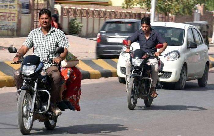 समस्तीपुर जिला प्रशासन ने सरकारी कार्यालय में भी बिना हेलमेट बाइक की इंट्री पर लगायी रोक समस्तीपुर Town