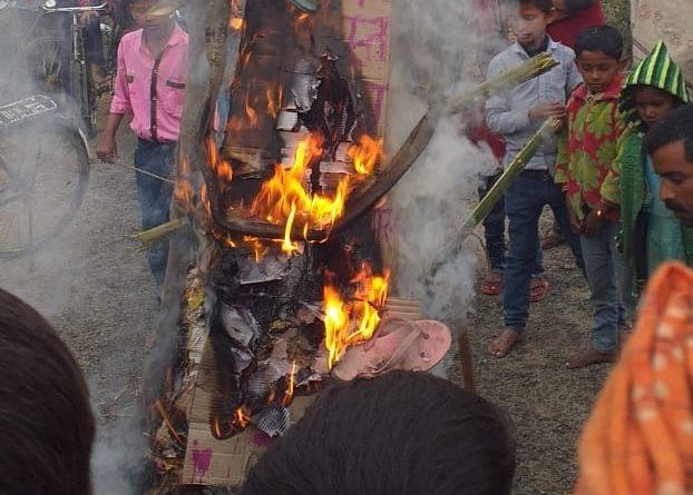 अखिल भारतीय स्वर्ण मोर्चा ने आतंकवादियों का पुतला फूंक निकाला आक्रोश मार्च समस्तीपुर Town