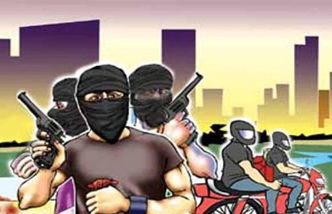 विद्यापतिनगर में दिनदहाड़े बदमाशों ने पिस्टल दिखा लूटी बाइक, बंधक बना बदमाशों ने आधे घंटे घुमाया समस्तीपुर Town