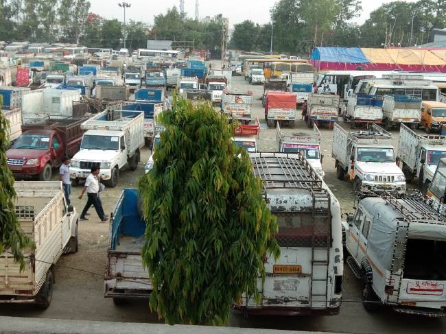 समस्तीपुर: मतदान कर्मियों को मिली सामग्री, बूथों के लिए हुए रवाना समस्तीपुर Town