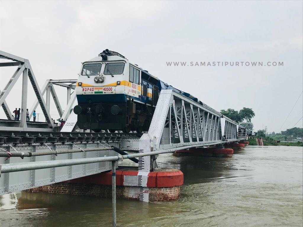 दरभंगा- समस्तीपुर रेलखंड पर बाढ़ के पानी में आई कमी तो सामान्य हुआ ट्रेनों का परिचालन समस्तीपुर Town