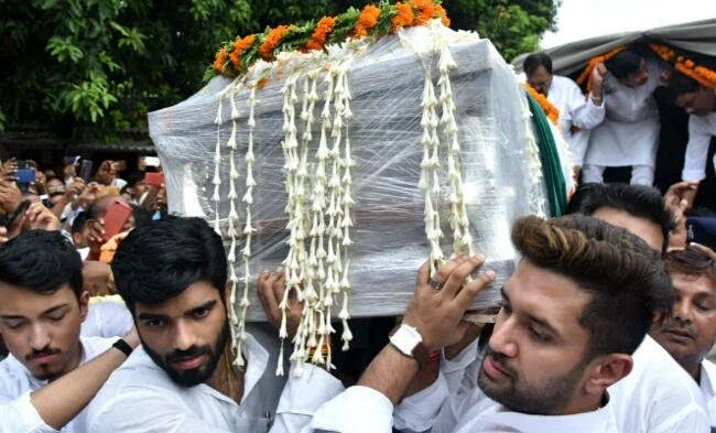 LJP कार्यालय में रखा गया रामचंद्र पासवान का पार्थिव शरीर, पहुंचे कई राजनेता, रामविलास पासवान बोले... समस्तीपुर Town