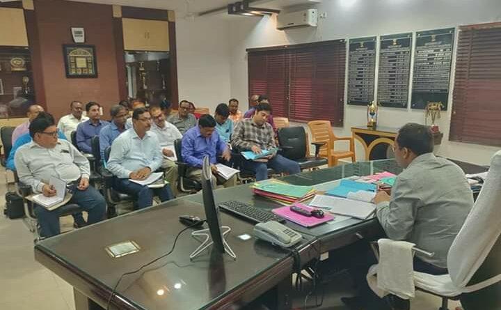 जिलाधिकारी कार्यालय कक्ष में शिक्षा विभाग की समीक्षात्मक बैठक आयोजित, DM ने कहा एक सप्ताह के अंदर खोलें सभी बच्चों का खाता समस्तीपुर Town