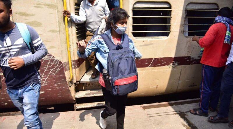 ट्रेन से लंबी दूरी की यात्रा, ना..बाबा..ना, कोरोना वायरस के बढ़ते मामलों ने ट्रेन से की जाने वाली घरेलू यात्राओं को भी बुरी तरह से किया प्रभावित समस्तीपुर Town
