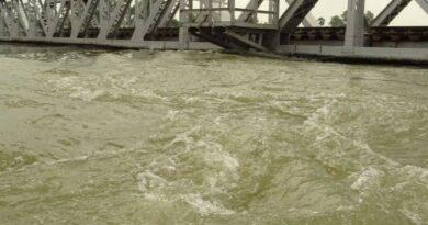 बारह घंटे में महज पांच सेमी घटा बूढ़ी गंडक नदी का जलस्तर समस्तीपुर Town