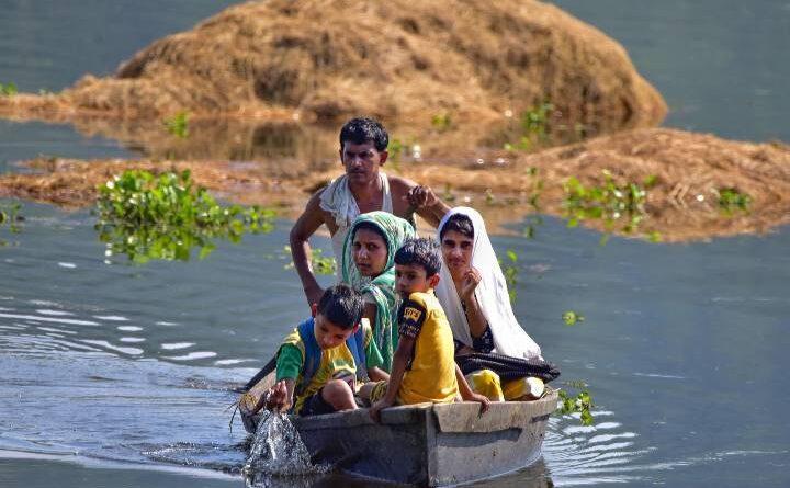 समस्तीपुर में गंगा की बाढ़ से बढ़ी तबाही, पलायन कर रहे लोग, 24 घंटे में 10 सेमी. बढ़ा गंगा का जलस्तर समस्तीपुर Town