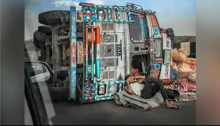 ट्रक पलटने पर भी बेफ्रिक होकर कॉल पर बात कर रहा था शख्स, यूजर्स बोले- 'प्यार का चक्कर बाबू भैया' समस्तीपुर Town