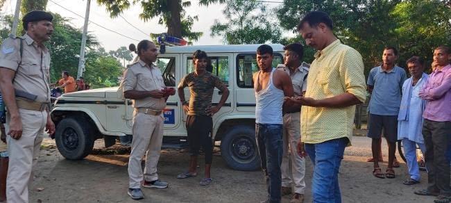 बाइक सवार अपराधियों का पीछा कर पुलिस ने एक को दबोचा, दूसरा चकमा देकर फरार समस्तीपुर Town