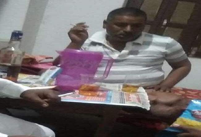 बिहार: BJP कार्यालय को बना दिया मयखाना, पार्टी जिलाध्यक्ष का शराब पीते वीडियो हुआ वायरल समस्तीपुर Town