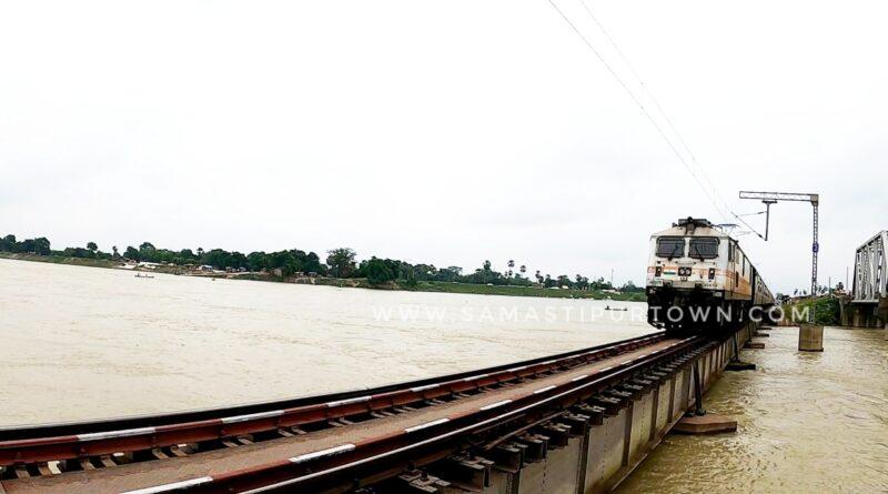 बूढ़ी गंडक के जलस्तर में आई कमी, दरभंगा-समस्तीपुर रेल खंड पर ट्रेनें शुरू समस्तीपुर Town