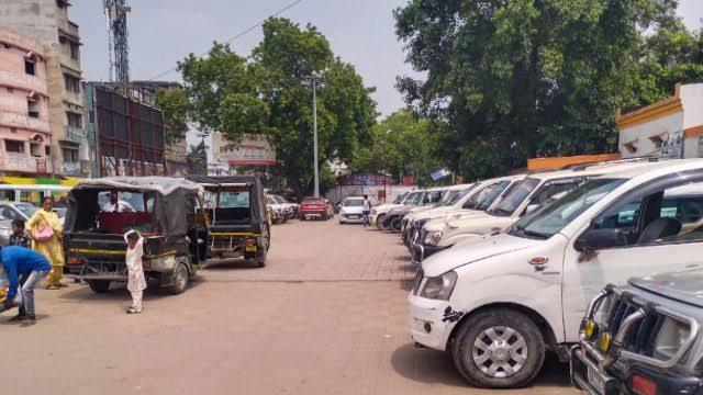 बाढ़ के कारण रेल परिचालन बंद होने के बाद जंक्शन पर वाहन चालकों की मनमानी, दरभंगा आने-जाने का किराया मांग रहे 3 से 5 हजार समस्तीपुर Town