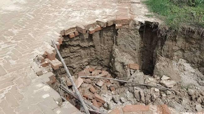 कल्याणपुर में लोग बाढ़ की आशंका से चिंतित, बागमती वाटर वेज बांध पर जगह-जगह रेनकट समस्तीपुर Town