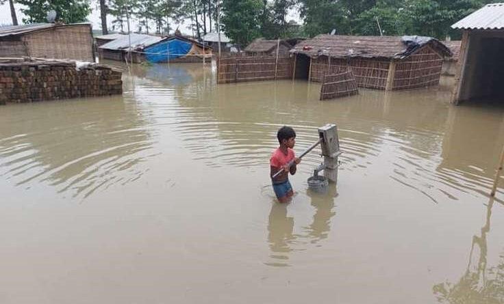 समस्तीपुर में गंगा उफान पर : चाराे तरफ बाढ़ का पानी, पेयजल के लिए काफी जद्दाेजहद समस्तीपुर Town