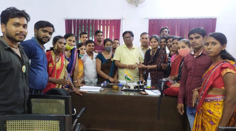युवा शक्ति की टीम ने उजियारपुर प्रखंड कार्यालय में की अधिकारियों से मुलाकात, रखी अपनी मांग समस्तीपुर Town