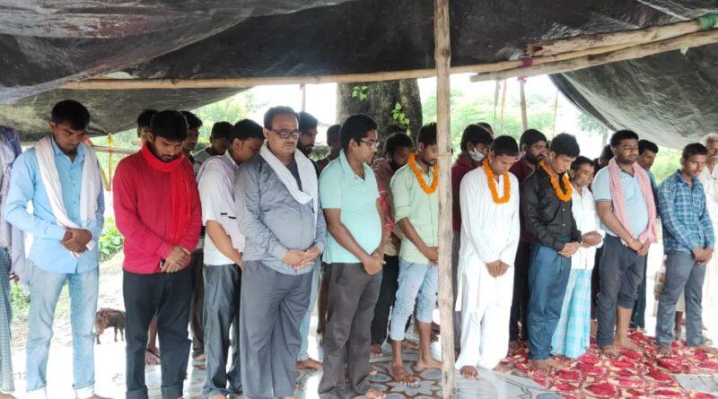 मृतक पत्रकार मनीष कुमार सिंह के आत्मा की शांति के लिए दो मिनट का मौन रख कर माले व आइसा ने दी श्रद्धांजलि समस्तीपुर Town